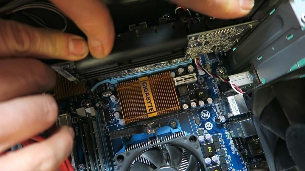 Inserting video card