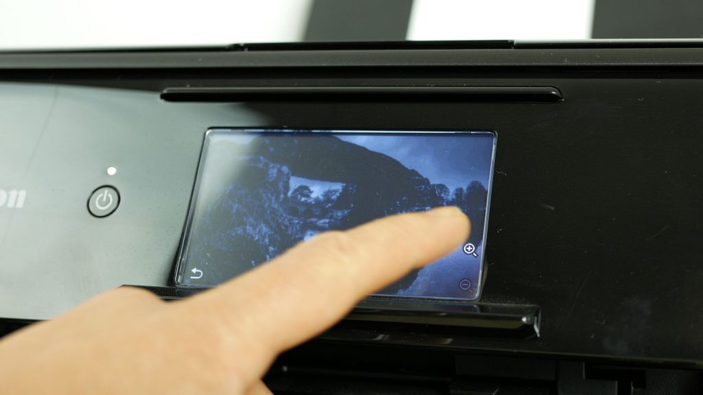 Using the touchscreen to navigate
